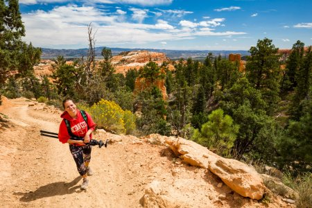 Girl and the views of the hiking trails in Bryce Canyon National Park
