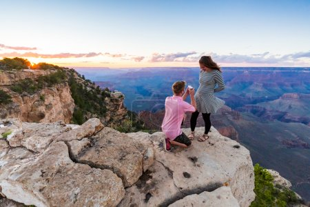Romantic proposal in Grand Canyon