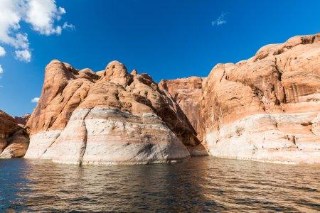 Photo pour Vue du Glen Canyon sur le lac Powell depuis le bateau, Utah, USA - image libre de droit