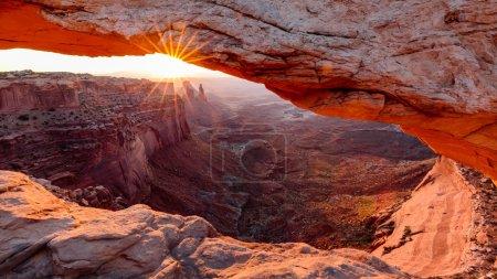 Mesa Arch at sunrise, Canyonlands National Park, U...