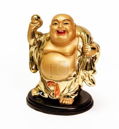 Photo pour La statuette décorative Bouddha souriant (Hotei) - dieu bouddhiste du bonheur, de la richesse et de la chance, isolé sur fond blanc - image libre de droit