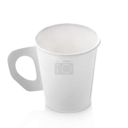 Photo pour Tasse de café papier sur fond blanc - image libre de droit