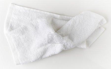 Photo pour Serviette de spa blanche, vue sur le dessus - image libre de droit