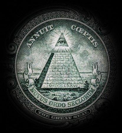 Photo pour Pyramide avec l'oeil tout-voyant - image libre de droit