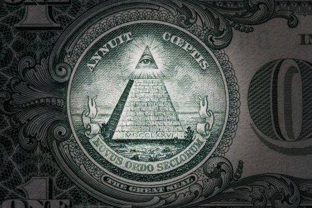 Photo pour Oeil qui voit tout sur l'un dollar. Nouvel ordre mondial. personnages de l'élites. 1 dollar. - image libre de droit