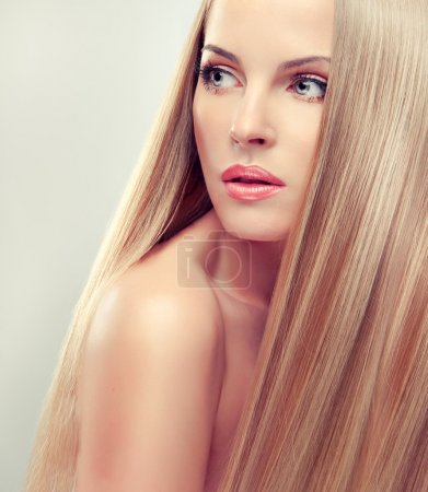 woman with healthy long blond hair
