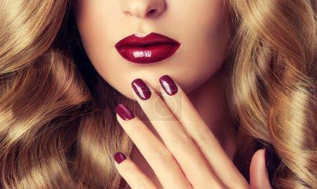 female red manicure