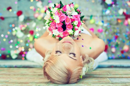 Beautiful blonde bride with bouquet of flowers. We...