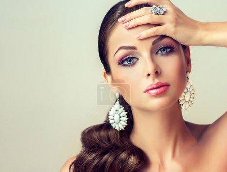 Beautiful fashion woman with jewelry set