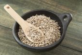 Nutritious sunflower seeds hulling