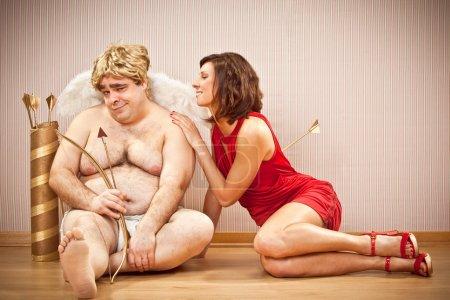 Photo pour Belle femme amoureuse tendre Cupidon pour la Saint-Valentin - image libre de droit