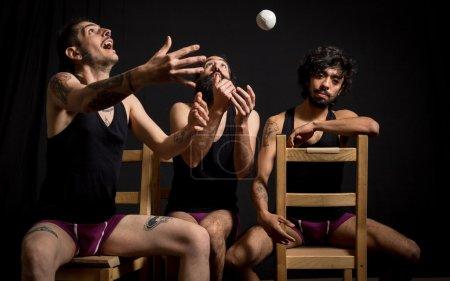 Spectacle comique de jongleurs de cirque
