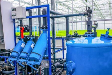 Photo pour Pompe à eau gros plan à effet de serre avec système de plantation de culture hydroponique. - image libre de droit