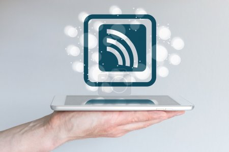 Photo pour Concept d'informatique mobile et de connectivité sans fil pour téléphones intelligents et tablettes. - image libre de droit