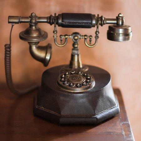 Foto de Antiguo teléfono vintage de bronce antiguo - Imagen libre de derechos