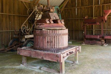 Old Presser of apple