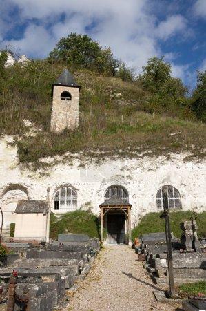Photo pour Église Troglodyte près de la Roche Guyon, Ile de France, France - image libre de droit
