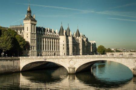 Photo pour Ancienne prison (conciergerie) sur l'île au centre de Paris - image libre de droit