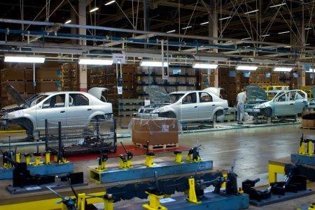Photo pour Togliatty, région de Samara, Russie - 13 décembre : chaîne de montage de Lada voitures Automobile usine Avtovaz - le 13 décembre 2007 à Togliatty - image libre de droit
