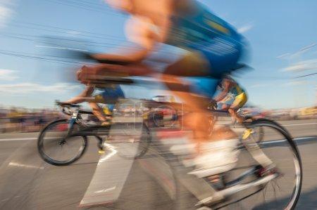 Photo pour Vélos rapides en flou . - image libre de droit