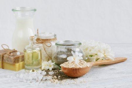 Photo pour Ingrédients naturels pour la maison masque du visage et du corps (gommage) - image libre de droit