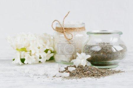 Photo pour Ingrédients naturels pour masque facial et corporel fait maison (gommage ) - image libre de droit