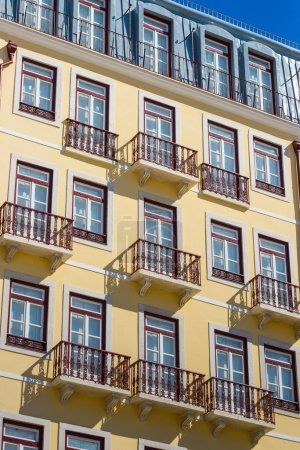 muster der balkone und fenster der
