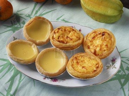 Photo pour Chinois Guangzhou classique dim sum petit déjeuner nutritionnel. Tartes aux œufs Meringue et tartes aux œufs portugais . - image libre de droit