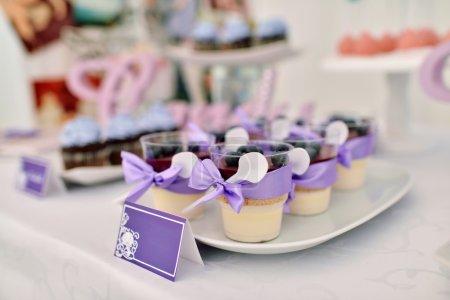 Photo pour Desserts délicieux et beau mariage - image libre de droit