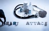 Srdeční infarkt. Lékařská koncepce s tablety, injekce, stetoskop, kardiogram a stříkačky