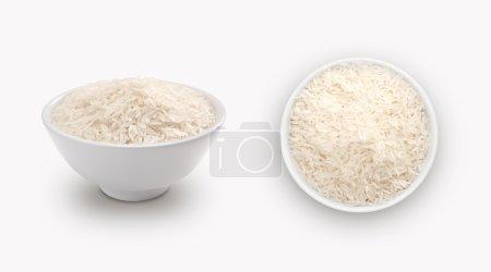 riz blanc dans un petit bol, isolé sur fond blanc