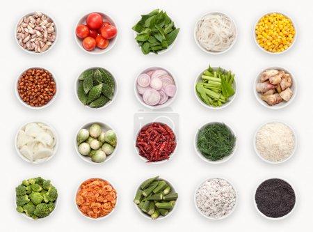 composite avec des variétés d'ingrédients isolés sur blanc