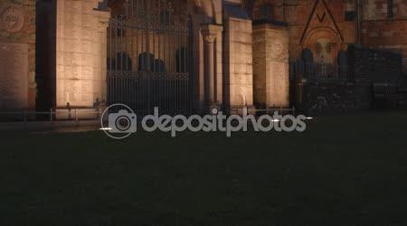 Posouvání nahoru do scény s St Magnus Cathderal, Orkneje