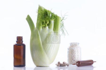 Photo pour Déclinaison d'une partie de plante de fenouil remède à base de plantes - image libre de droit