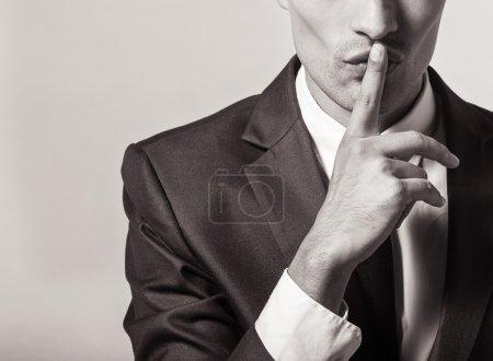 Foto de El hombre que hace gesto de silencio. SHH!!! - Imagen libre de derechos