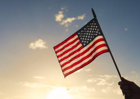 Photo pour Indicateur national américain contre le coucher du soleil. - image libre de droit