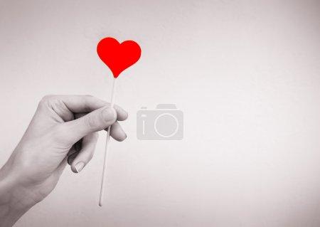 Photo pour Concept de famille, d'amour et de santé. Coeur dans la main. - image libre de droit