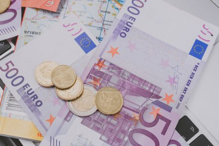 500 Euro banknotes and coins