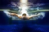 Muž v podvodní ponory sluneční brýle