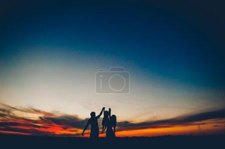 famille heureuse ensemble
