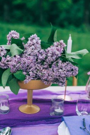 magnifiquement servi de table violet