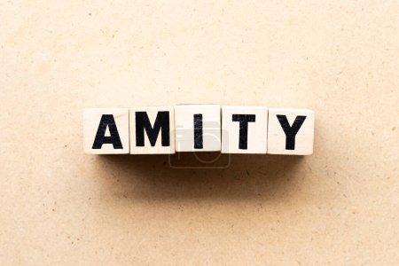 Photo pour Bloc de lettre en mot amity sur fond bois - image libre de droit
