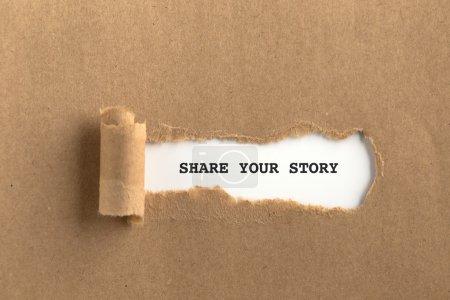 Photo pour Déchiré papier brun avec partager votre texte de l'histoire sur elle - image libre de droit
