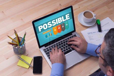 Photo pour Homme travaillant sur ordinateur portable avec Possible sur un écran - image libre de droit