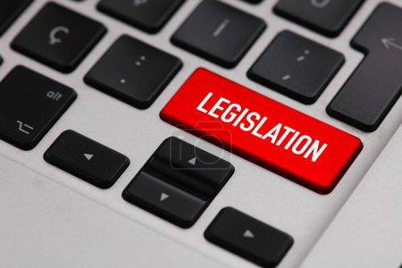 Photo pour Clavier noir avec bouton législation - image libre de droit