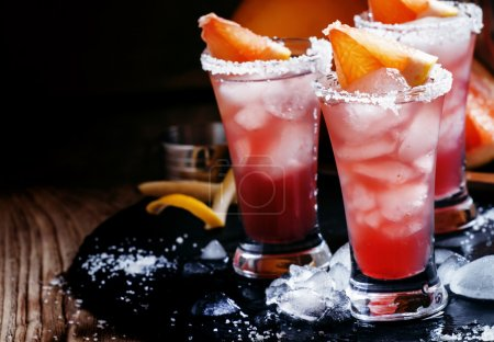 Cocktail salty dog with grapefruit juice