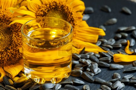 Photo for Fresh sunflower oil in a glass with flowers sunflowers and sunflower seeds, selective focus - Royalty Free Image