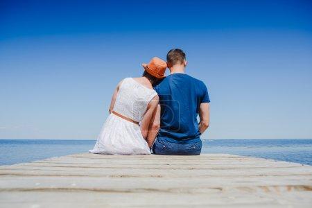 Photo pour Beau jeune couple sur la poire - image libre de droit