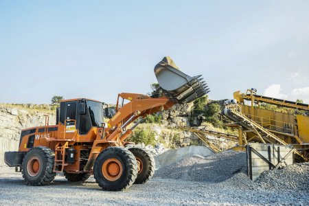 Pay loader working in the crushing plant area