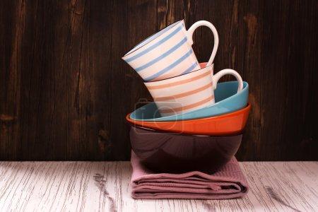 Photo pour Ustensiles de cuisine avec serviettes sur table en bois. Concentration sélective. Style vintage - image libre de droit
